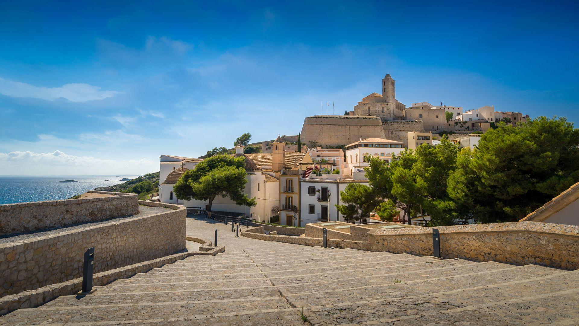 Imagen  Pasear entre las  murallas de Dalt Vila